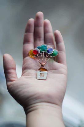 Изображение Брошка «Дом с шарами»