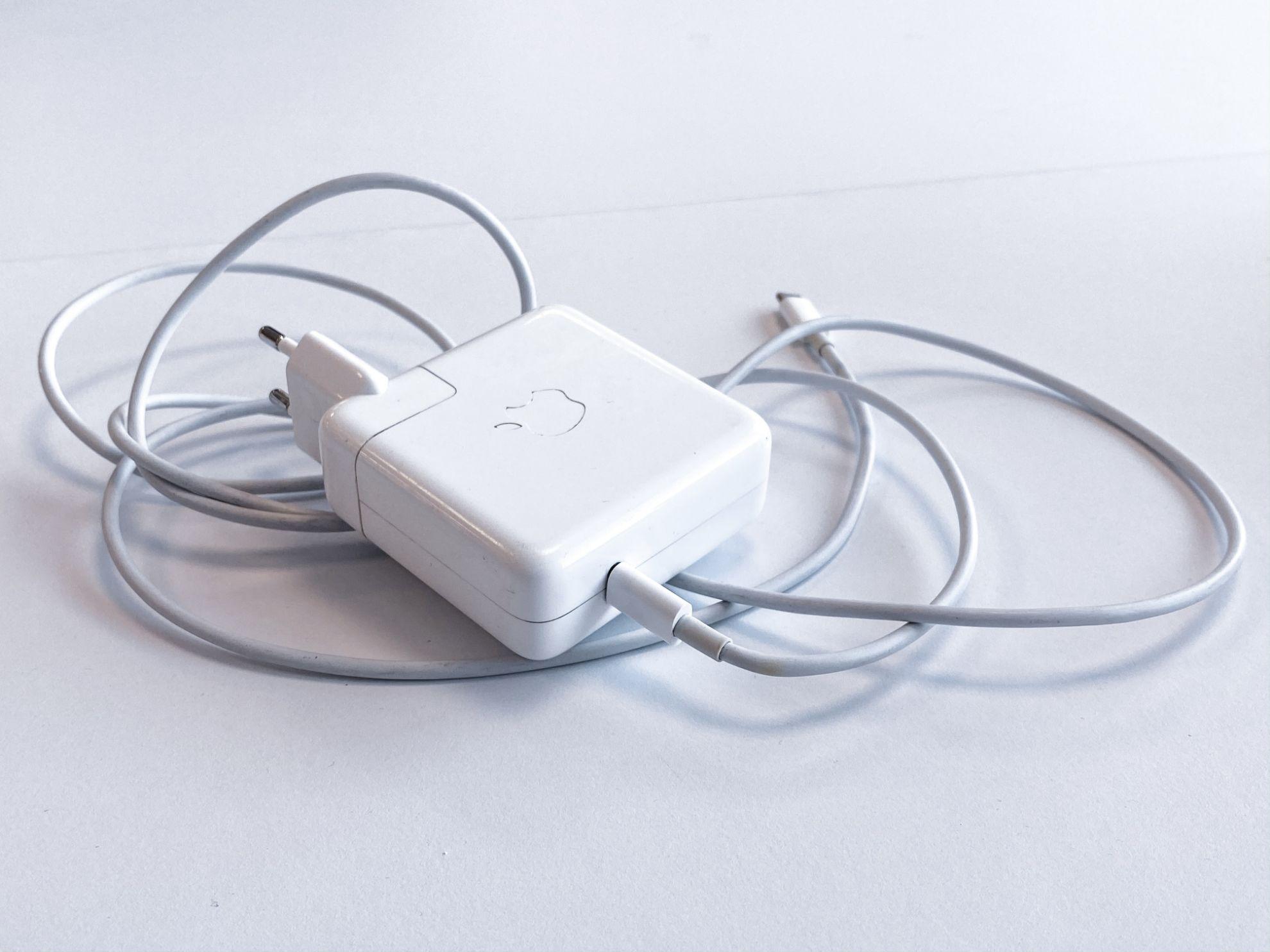 Зарядні пристрої для ноутбуків