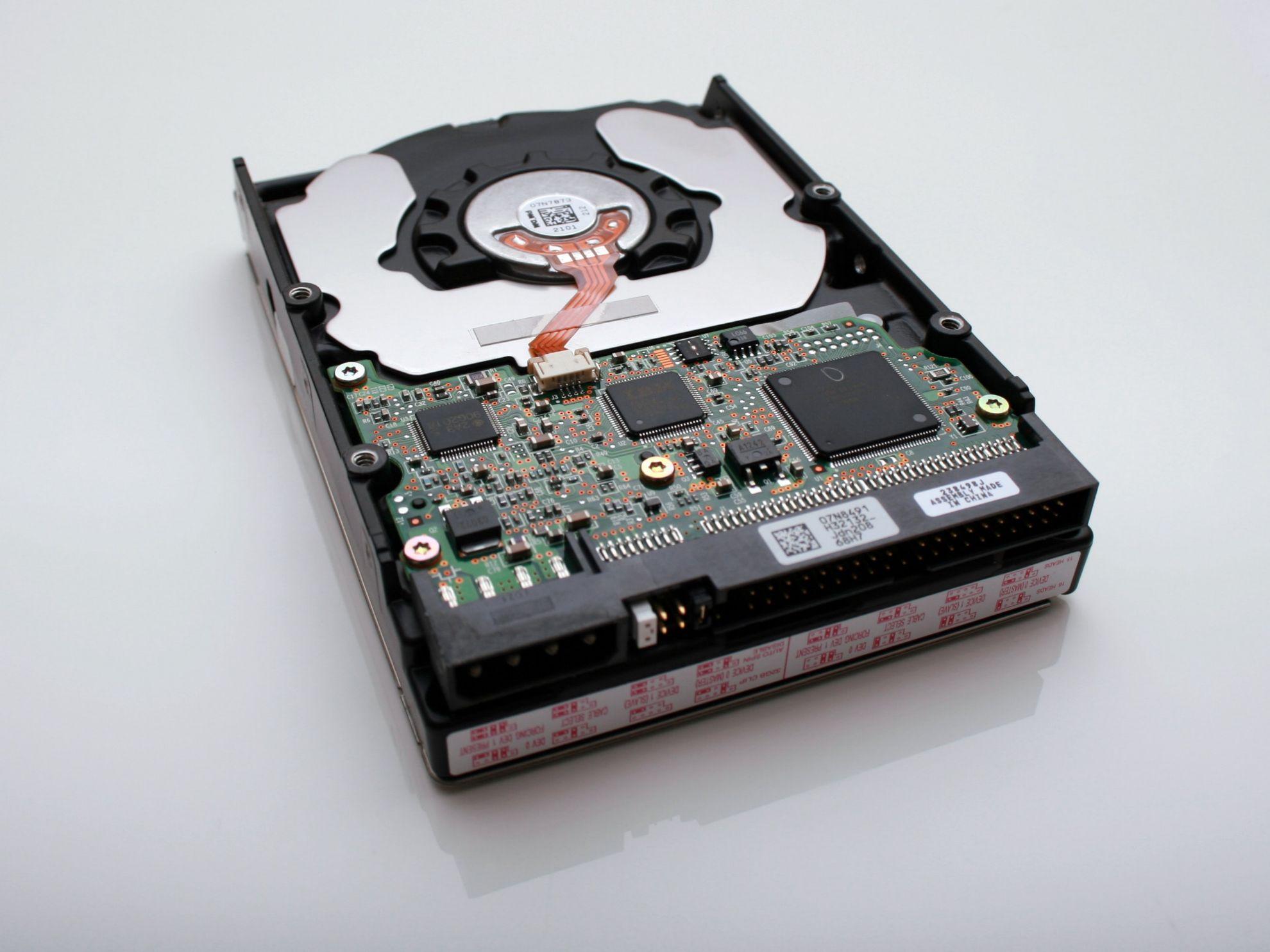 Внутрішні та зовнішні жорсткі диски, HDD, SSD