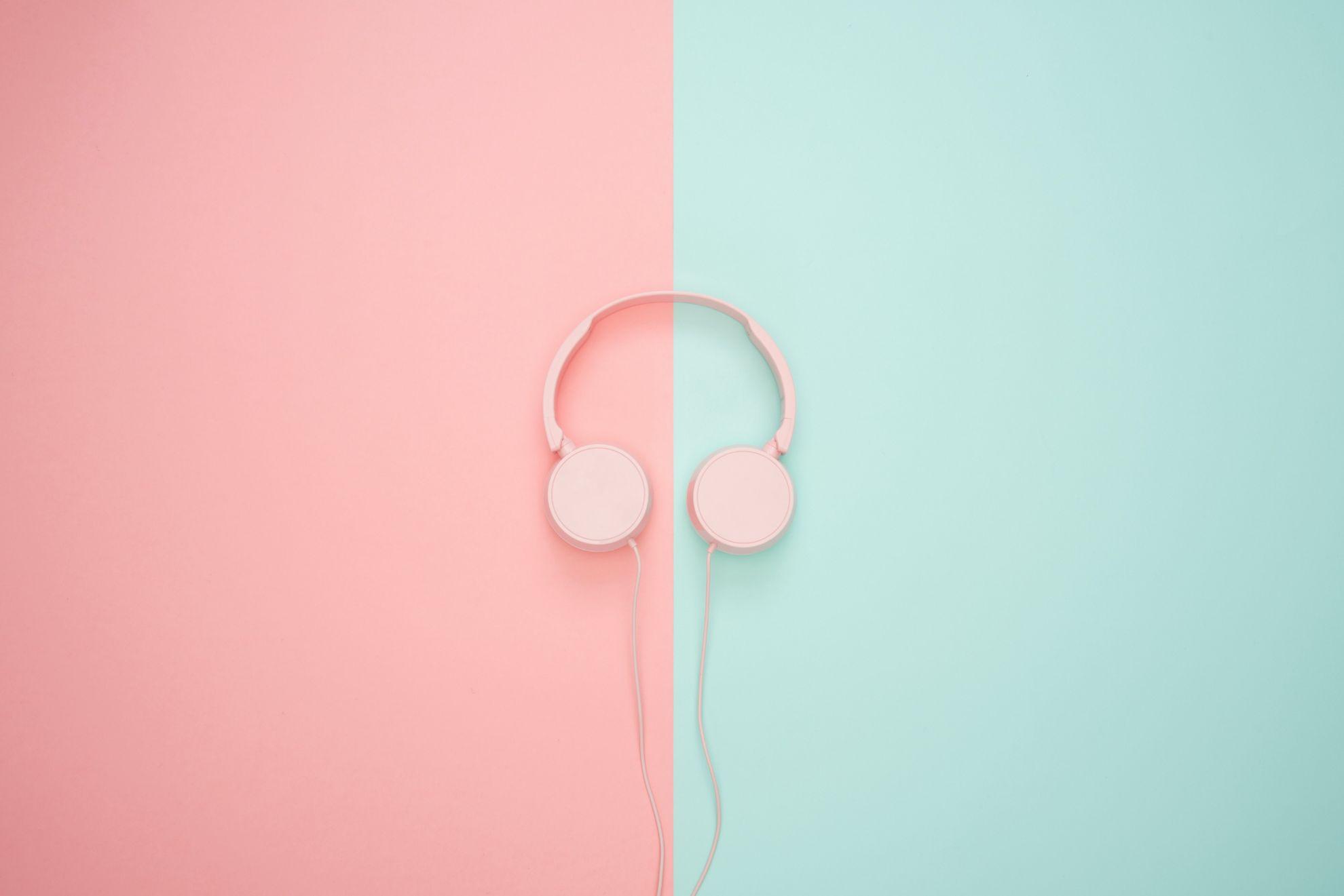 Навушники та гарнітури
